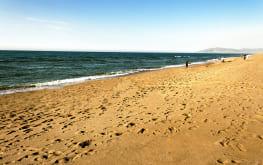 bord-de-plage-du-complexe-toutistique-adim-Zemmouri-El-Bahri-Zemmouri-Algerie