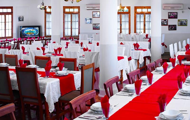 tables-restaurant-central-complexe-adim-hotel-boumerdes-complexe-algerie-hotel-Zemmouri-El Bahri-Zemmouri-Algerie-galerie-restaurant-16